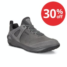 Sporty trainers with Biom and Gore-Tex® technology.