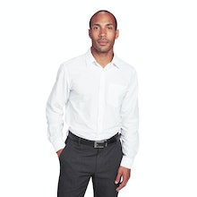On Body - Trim fit, classic shirt for business travel and commuting.